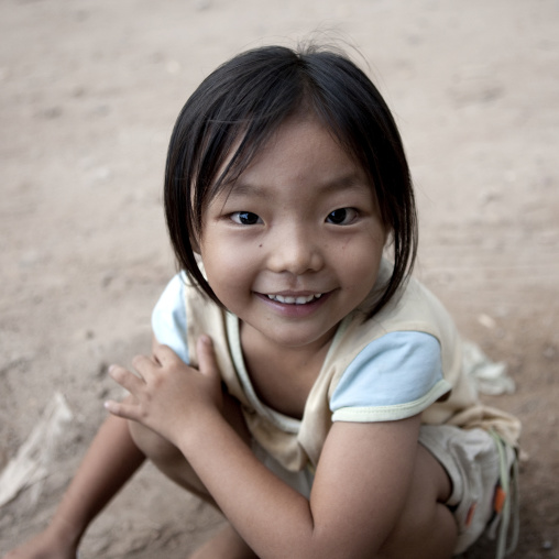 Smiling lao girl, Thakhek, Laos