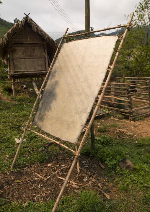 Drying paper, Nam deng, Laos