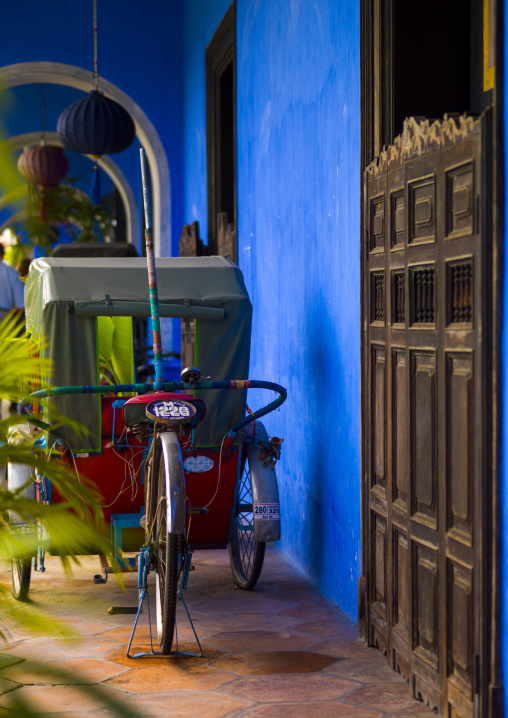 Bicycle Rickshaw In Front Of The Cheong Fatt Tze Chinese Mansion, George Town, Penang, Malaysia