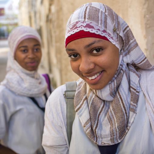 Smiling Young Muslim Women, Ilha de Mocambique, Nampula Province, Mozambique
