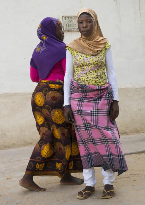 Young Muslim Women, Ilha de Mocambique, Nampula Province, Mozambique