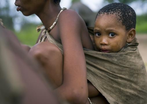 Bushman Child With Her Mother, Tsumkwe, Namibia