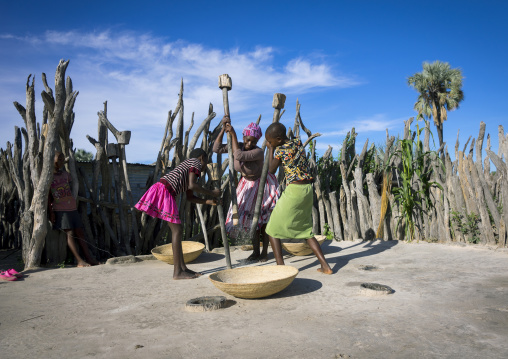 African Women With Mortars And Pestles, Ondangwa, Namibia