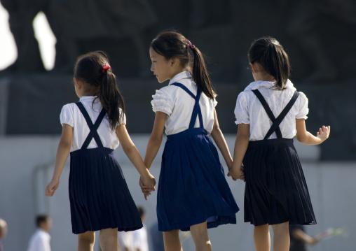 North Korean pioneers girls in Mansudae Grand monument, Pyongan Province, Pyongyang, North Korea