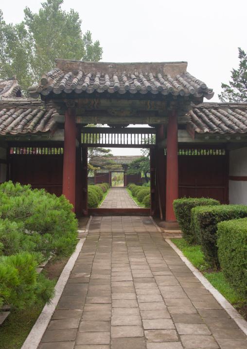 Entrance of the former royal villa of Ri Song Gye founder of the choson dynasty, South Hamgyong Province, Hamhung, North Korea