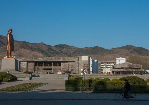 Kim il Sung statue on a square, North Hamgyong Province, Chongjin, North Korea