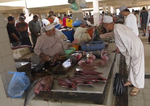 Seller Dealing Buyer In Muscat Fish Market, Oman