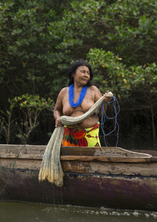Panama, Darien Province, Puerta Lara, Wounaan Tribe Woman Going To Fish With A Net