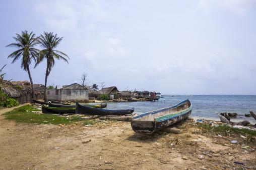 Panama, San Blas Islands, Mamitupu, Tropical Beach With Kuna Tribe Dugout Canoes On Sand