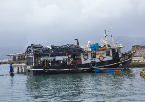 Panama, San Blas Islands, Mamitupu, Colombian Trading Boat In A Kuna Tribe Port