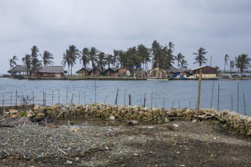 Panama, San Blas Islands, Mamitupu, Pollution On The Banks Of A Kuna Indian Village