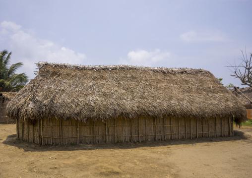Panama, San Blas Islands, Mamitupu, Typical Kuna Tribe Homes With Thatched Roofs