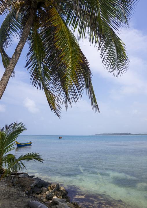 Panama, San Blas Islands, Mamitupu, Tropical Kuna Tribe Island In The Caribbean