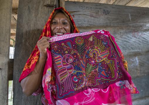 Panama, San Blas Islands, Mamitupu, Gay Kuna Indigenous Man Wearing Female Traditional Clothes And Showing A Mola