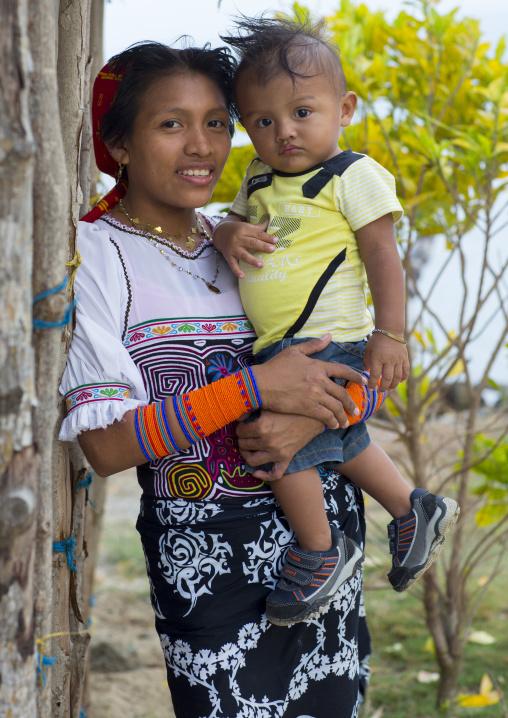 Panama, San Blas Islands, Mamitupu, Portrait Of Kuna Tribe Mother Holding Her Baby