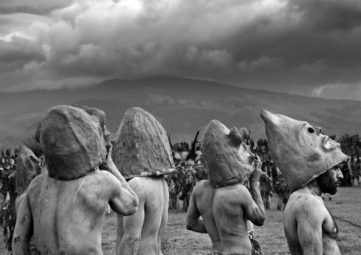 Mudmen from Asaro during a sing-sing, Western Highlands Province, Mount Hagen, Papua New Guinea