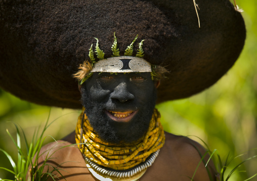 Portrait of a Enga kompian suli muli wearing a wig made with hair, Western Highlands Province, Mount Hagen, Papua New Guinea