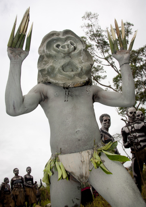 Mudman from Asaro during a sing-sing, Western Highlands Province, Mount Hagen, Papua New Guinea