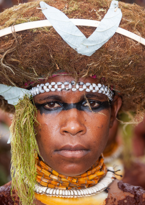 Suli muli tribe woman from Enga during a sing-sing ceremony, Western Highlands Province, Mount Hagen, Papua New Guinea