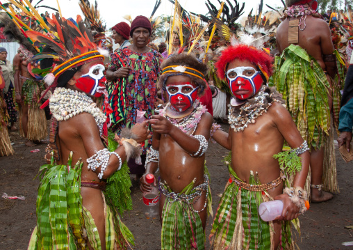 Melpa tribe children during a sing-sing, Western Highlands Province, Mount Hagen, Papua New Guinea