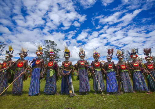 Kunga warriors dancing and beating drums during a sing-sing, Western Highlands Province, Mount Hagen, Papua New Guinea