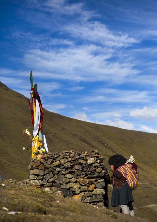 Pilgrim Praying In Front Of One Of The Cross On The Way To Qoyllur Riti Festival, Ocongate Cuzco, Peru