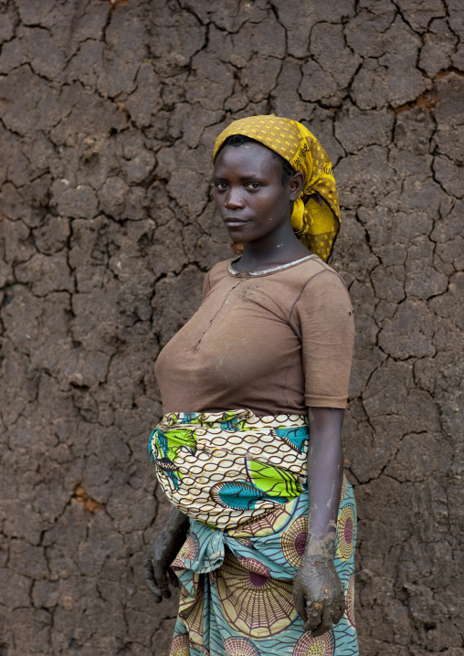 Batwa tribe woman, Western Province, Cyamudongo, Rwanda