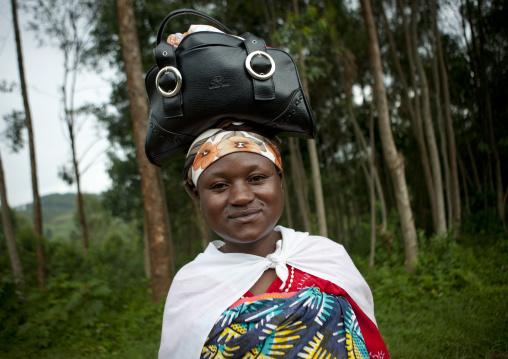 Batwa woman carrying her handgag on her head, Western Province, Cyamudongo, Rwanda