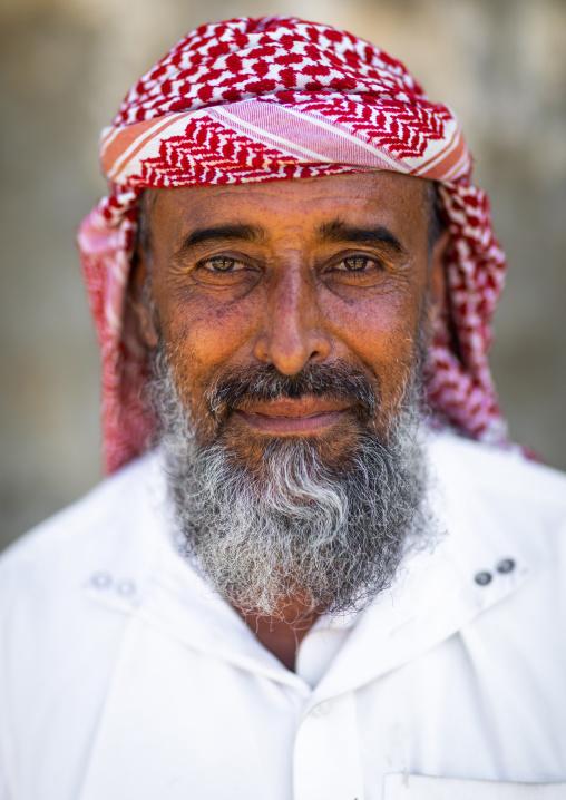 Portrait of a saudi man wearing a keffiyeh, Jizan province, Addayer, Saudi Arabia