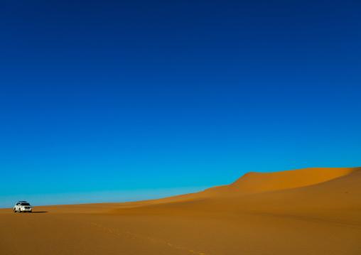 Sand dunes in the Rub' al Khali empty quarter desert, Najran province, Khubash, Saudi Arabia