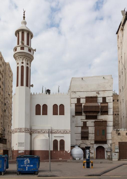 Old house with wooden mashrabiya in al-Balad quarter near a mosque, Mecca province, Jeddah, Saudi Arabia