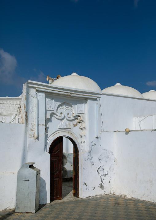 Doorway gypsum decoration of al Nadji mosque, Red Sea, Farasan, Saudi Arabia