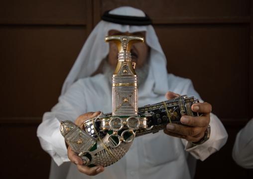Saudi man holding a janbiya dagger, Najran Province, Najran, Saudi Arabia