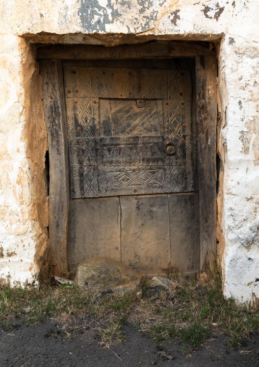 Old wooden door of an abandonned house, Asir province, Al Olyyan, Saudi Arabia