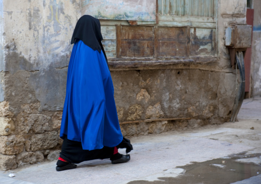 Woman in burqa in the street, Mecca province, Jeddah, Saudi Arabia