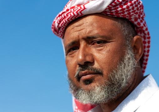 Portrait of a saudi man wearing a kaffiyeh, Jizan Province, Sabya, Saudi Arabia