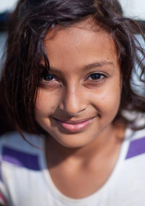 Portrait of a smiling saudi girl, Jizan Province, Sabya, Saudi Arabia