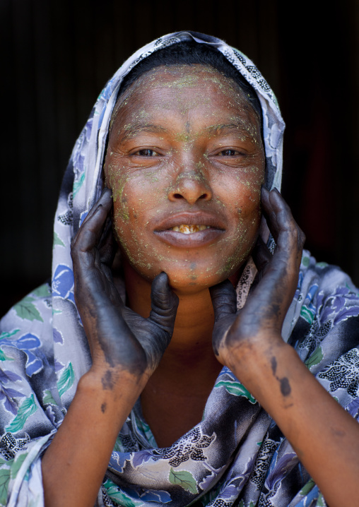 A Woman Wearing Hennah Tattoos On Her Hands Is Putting Qasil On Her Face, Hargeisa, Somaliland