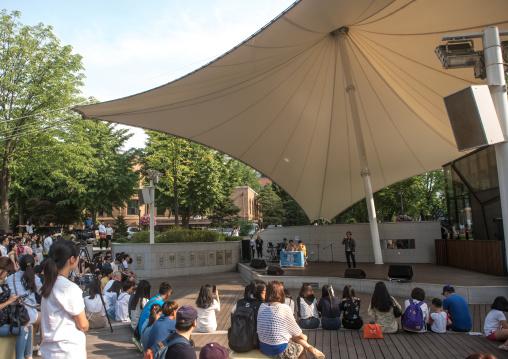 Outdoor karaoke on suday, National capital area, Seoul, South korea