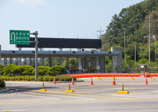 Closed highway to the Kaesong industrial zone, North Hwanghae Province, Panmunjom, South Korea