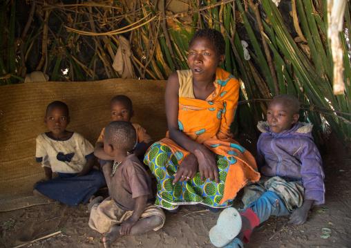 Tanzania, Serengeti Plateau, Lake Eyasi, hadzabe tribe mother and her children inside their hut