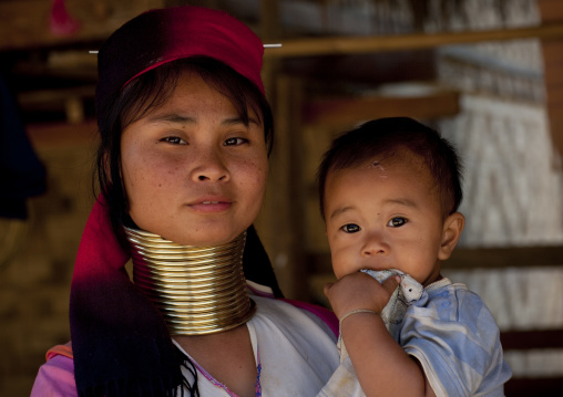 Long neck woman and baby, Mae hong son, Thailand