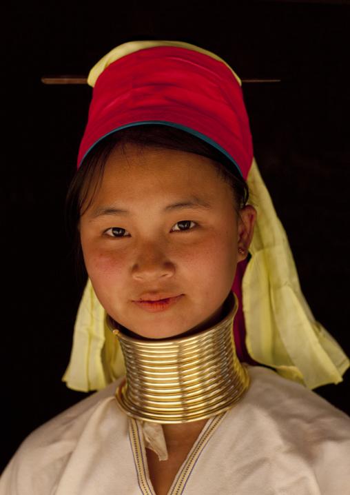 Long neck woman in ban mai nai soi, Thailand