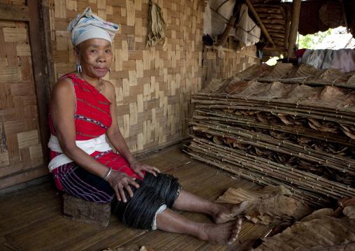 Miss tee mo from the karen tribe inmae soi-u village on the thai-myanmar border, Thailand