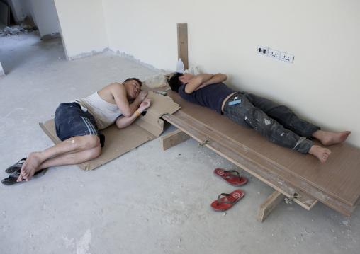 Construction workers sleeping, Bangkok, Thailand