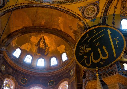 The islamic decoration on the domes of the interior of Hagia Sophia, Sultanahmet, istanbul, Turkey