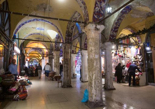 Pillars and arches inside the grand bazaar, Beyazit, istanbul, Turkey