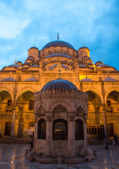 Fontain at yard of new mosque Yeni Camii, Marmara Region, istanbul, Turkey