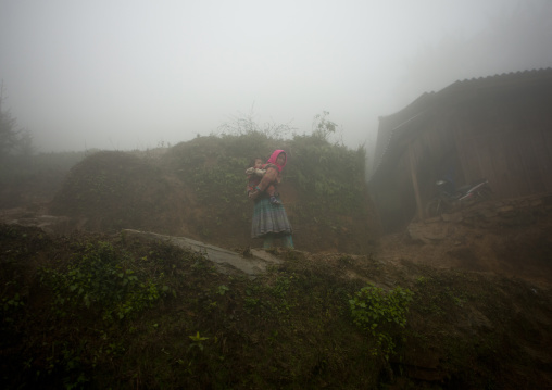 Flower hmong woman carrying her daughter on her back, Sapa, Vietnam
