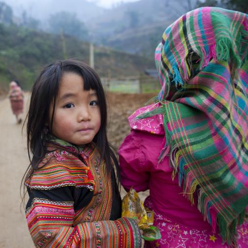 Young flower hmong girls, Sapa, Vietnam